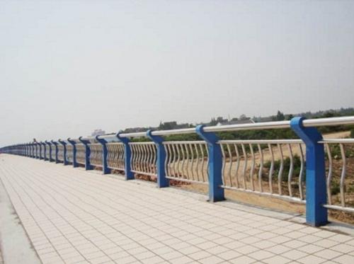 建筑,建材 / 管件/  不锈钢护栏结构一般分为主杆和立柱,主杆也经常被