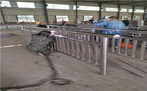 西安不锈钢复合管道路护栏发货及时