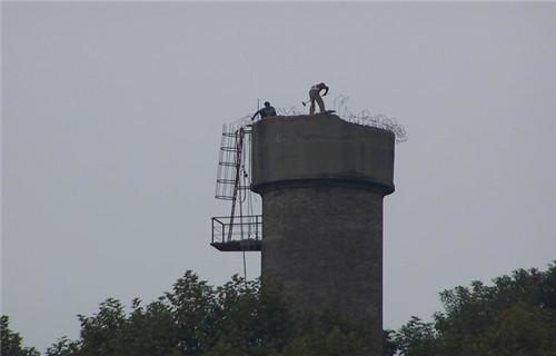 宿州锅炉烟囱爬梯平台更换--30米烟囱拆除