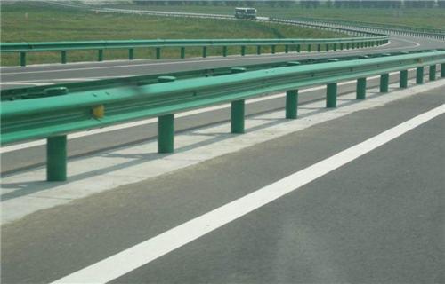 海西不锈钢复合管道路护栏