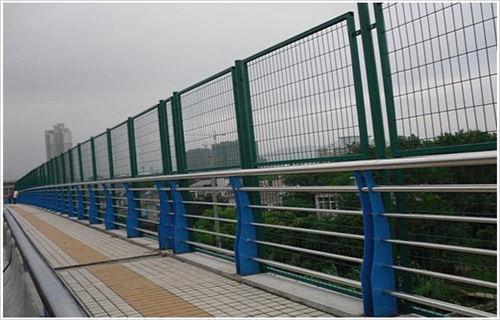 玉树复合不锈钢管护栏专业生产厂家