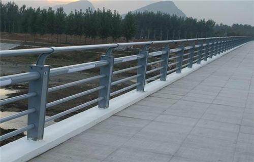 苏州河道防护不锈钢栏杆优质产品