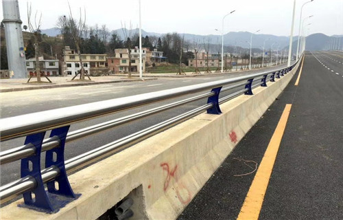 平顶山桥梁跨公路安全防护栏杆诚信厂家