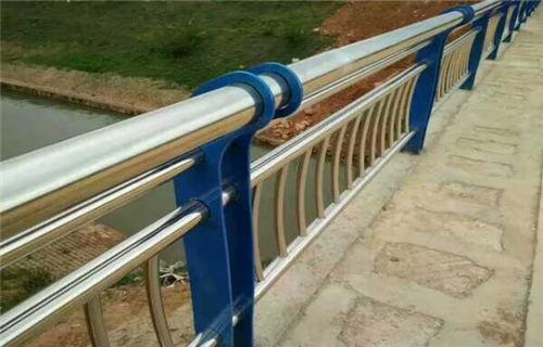 锡林郭勒不锈钢复合管道路护栏卓越品质