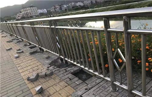 荆州不锈钢碳素钢复合管护栏 厂家