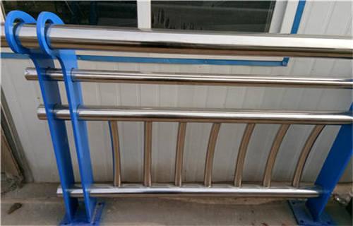 青海双金属复合管护栏制作图解