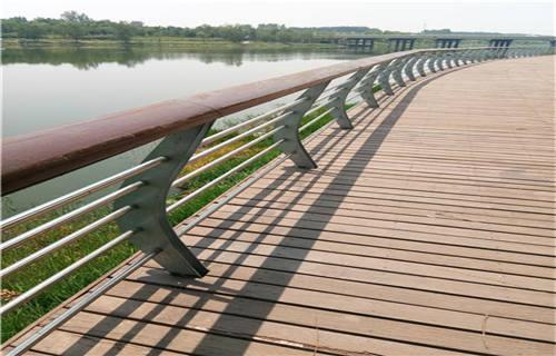 玉树不锈钢碳素钢复合管护栏各规格价格