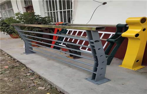 张家界不锈钢复合管护栏稳定牢固