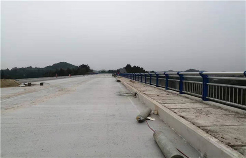 张家界天桥观景不锈钢护栏质量可靠