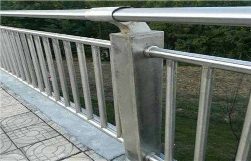 上海不锈钢过街天桥护栏款式新颖