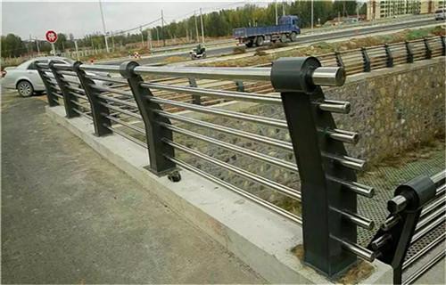 上海不锈钢复合管栏杆款式新颖