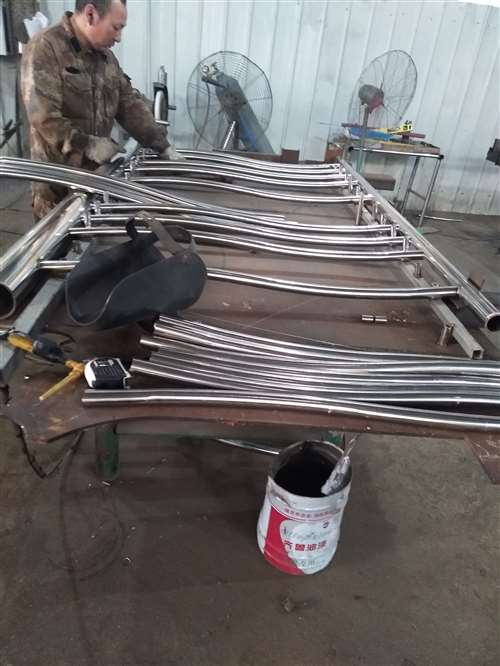 上海无缝钢管内衬不锈钢复合钢管规格型号齐全
