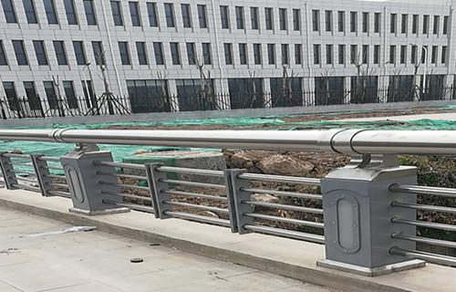 红河25*1.5鸭蛋绿色护栏