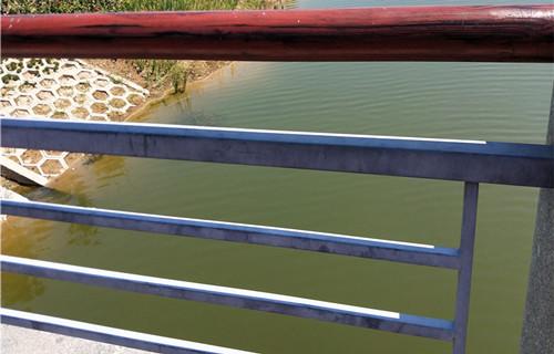 益阳展翼石制栏杆规格高速公路护栏维护