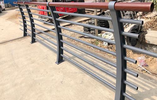 唐山双金属复合钢管护栏性价比高