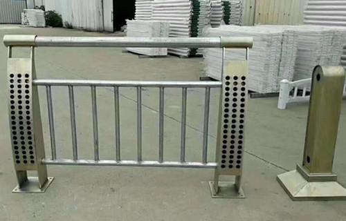 赣州防撞护栏立柱焊接品质优质
