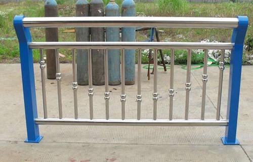 海北Q235钢板立柱来图定做