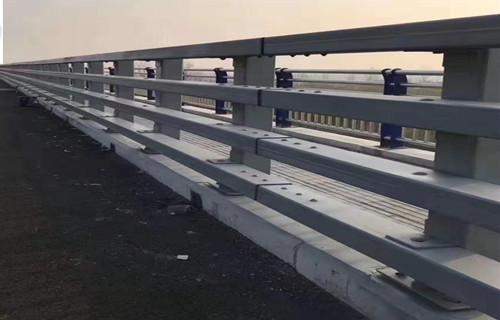 承德防撞立柱焊接安装