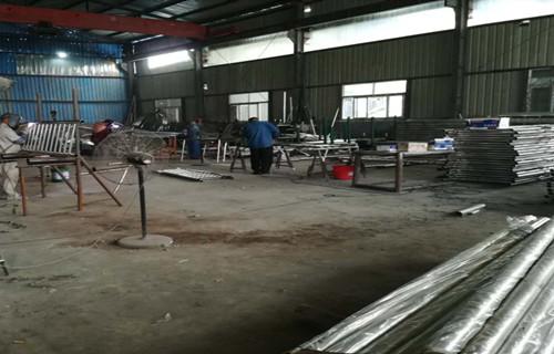 福建钢板立柱欢迎来电