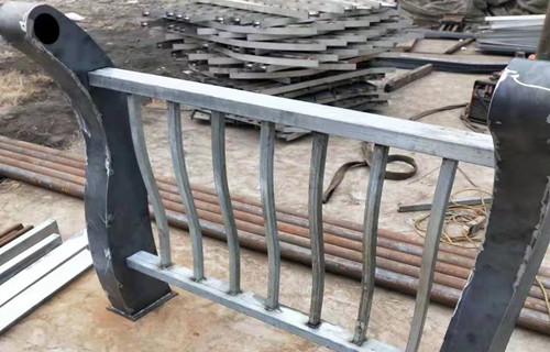 海北桥梁防撞护栏加工定制