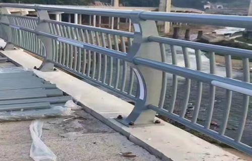 黔东南河道防撞护栏坚固耐用