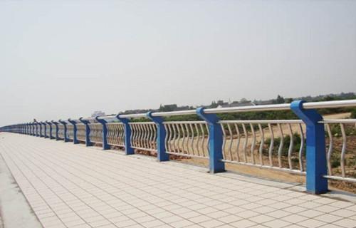 海北木纹转印护栏每米价格