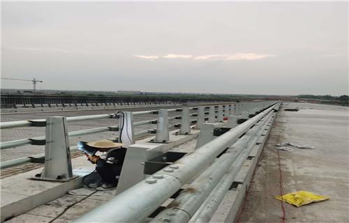 西宁桥梁防撞护栏栏杆定制安装实体厂家直接销售