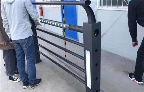 黔东南不锈钢钢板立柱护栏定制规格齐全设计定做
