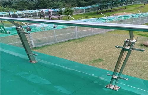 海北不锈钢桥梁复合管护栏现场施工安装