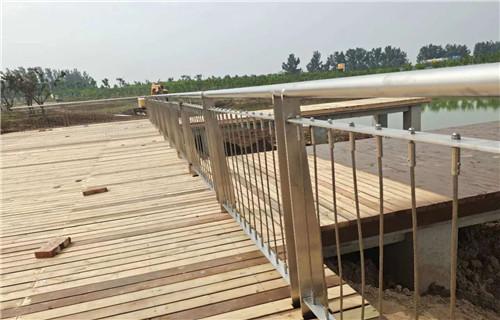 黄南不锈钢复合管防撞护栏安装专业效率高