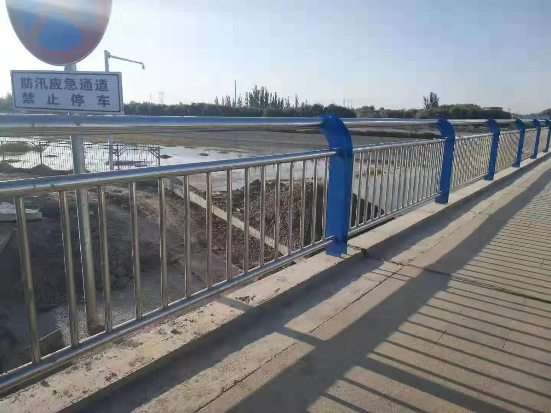 天津桥梁钢板立柱喷塑结实耐用