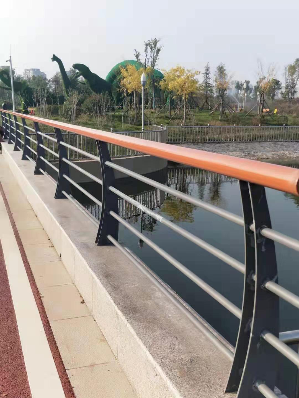 上海不锈钢道路交通栏杆质量服务