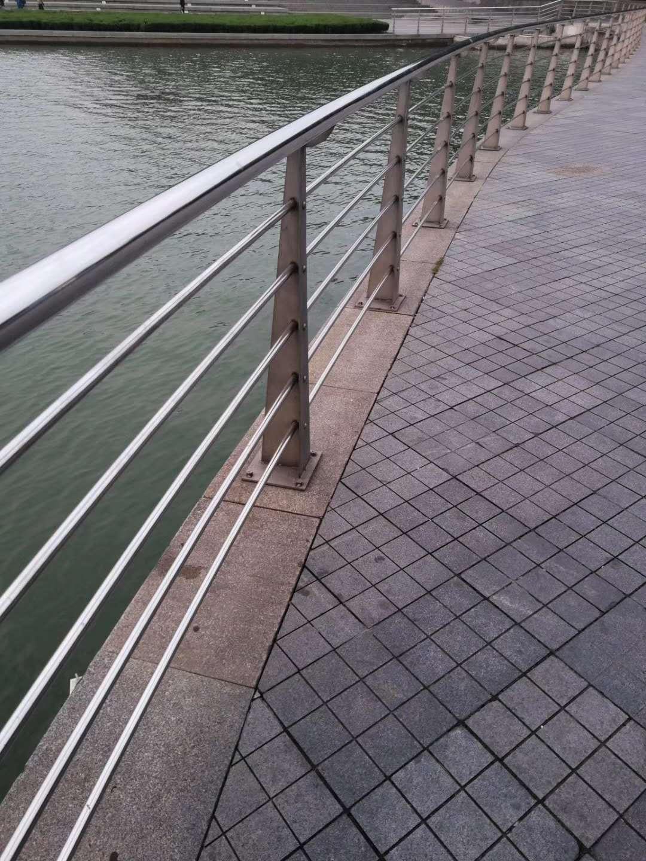 张家界不锈钢复合管栏杆质量服务