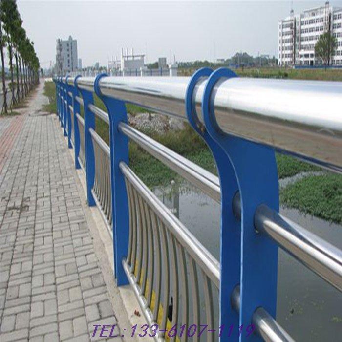 楼梯,景观围护,通道隔离等,主要品种有玻璃护栏不锈钢立柱,杆件护栏